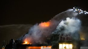 Brand bricht in Zimmer aus: Klinik in Bochum brennt