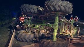 Erhöhtes Unfallrisiko in der Erntezeit: Autofahrer rammt Traktor bei Hannover