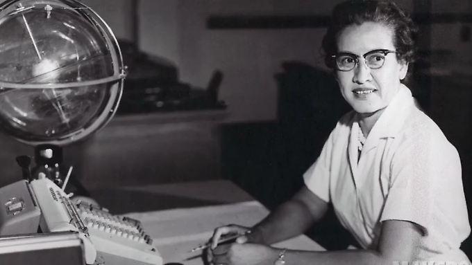 Die Nasa-Mathematikerin Katherine Johnson an ihrem Arbeitsplatz im Langley Research Center. (undatiert)