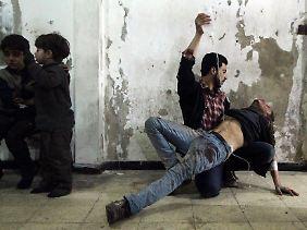 Moderne medizinische Infrastruktur ist in weiten Teilen Syriens nicht mehr vorhanden. Dabei lässt sich die Zahl der Toten und Verletzten jetzt schon nicht mehr genau beziffern.