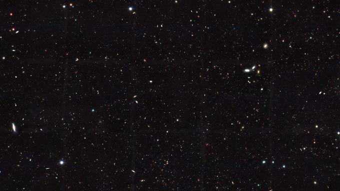 Ausschnitt des südlichen Gebiets des Great Observatories Origins Deep Survey (GOODS), einer astronomischen Untersuchung der NASA und der ESO in mehreren Wellenlängenbereichen zur Erforschung der Entwicklung der Galaxien und des frühen Universums.