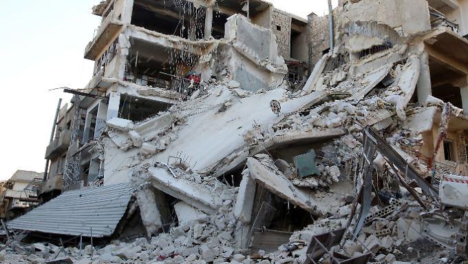 Die Rebellenviertel von Aleppo werden weiterhin bombardiert. Doch auch in der Region um die Metropole wird weiter gekämpft.