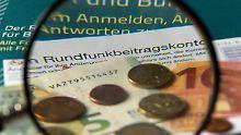 Brandenburgerin muss nicht in Haft: Wird der Rundfunkbeitrag gesenkt?