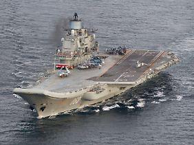 """Abgelichtet von einem norwegischen Seeaufklärer: Die """"Admiral Kusnetsow"""" ist der größte - und derzeit einzige - Flugzeugträger der russischen Seestreitkräfte."""