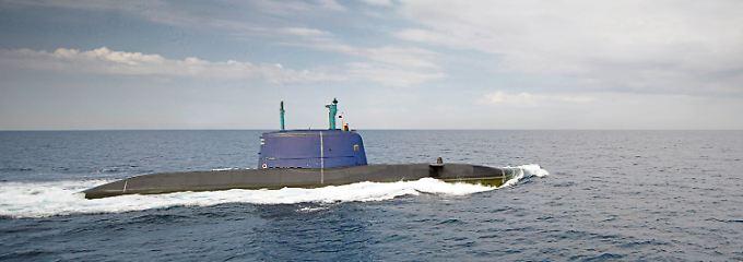 ARCHIV - HANDOUT- Das Handout der israelischen Armee zeigt ein israelisches U-Boot vom Typ Dolphin 212, aufgenommen am 19.01.2011 an einem nicht genannten Ort. Foto: Israel Defense Forces/dpa (Nur zur redaktionellen Verwendung bei Nennung der Quelle «Israel Defense Forces/dpa» - zu dpa «Israel will drei weitere deutsche U-Boote kaufen» vom 21.10.2016) +++(c) dpa - Bildfunk+++