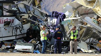 13 Tote in Kalifornien: Reisebus kracht ungebremst in Lkw