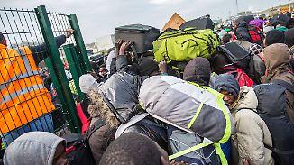 """""""Einzige Chance"""" für Flüchtlinge: Flüchtlingslager von Calais wird geräumt"""