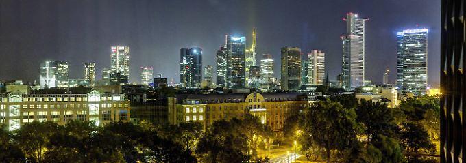 Die glitzernde Skyline von Frankfurt am Main.