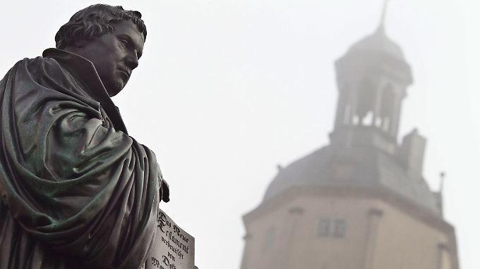 Martin Luther - eine tief in der mittelalterlichen Frömmigkeit verwurzelte Gestalt. Das revolutionäre an ihm waren nicht seine Gedanken.