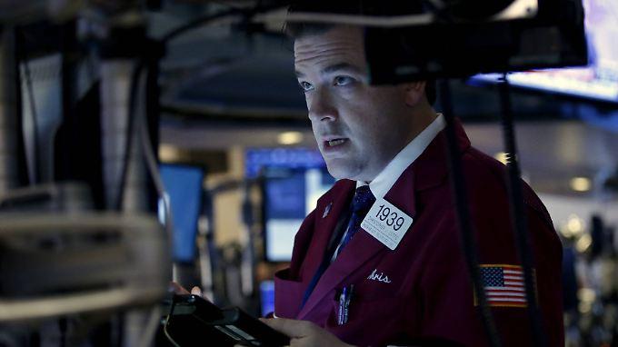 Der erste Rückgang bei Umsatz und Gewinn seit 14 Jahren: Am Tag nach der Zahlenvorlage wird Apple an der New Yorker Börse abgestraft.