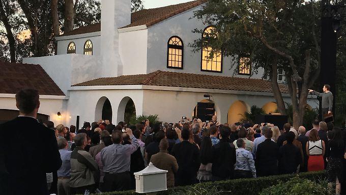 Schöner, haltbarer und billiger: Tesla-Chef Musk präsentiert Solar-Dachziegel