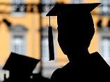 Junge Medizinerinnen empört: Uni rät Studentinnen zu schönem Ausschnitt