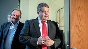 15.000 Jobs vorerst gesichert: Gabriel verkündet Erfolg bei Tengelmann-Schlichtung