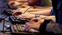 Onlinespiele sollen nach dem Willen der Drogenbeauftragten nicht mehr nur auf Sex und Gewalt allein überprüft werden.