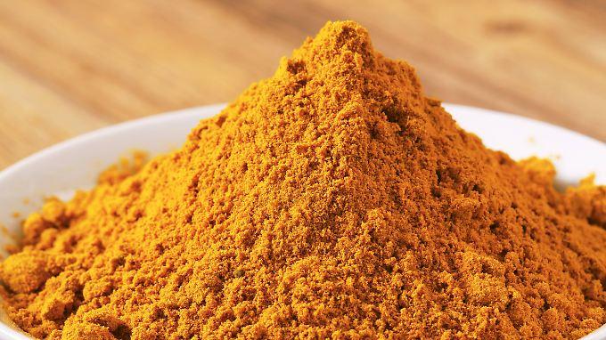 Kurkuma, auch bekannt unter den Namen Gelber Ingwer, Safranwurz oder Gelbwurz, ist Hauptbestandteil jedes Currypulvers.