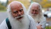 Die Workshopteilnehmer Leon aus Virginia und Stephen aus North Carolina sehen jedenfalls schon aus wie richtige Weihnachtsmänner.