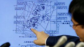Ein Metereologe in Japan informiert über das Erdbeben und die Folgen.