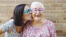 Hormonschub wirkt auf das Gehirn: Späte Mütter sind geistig fitter