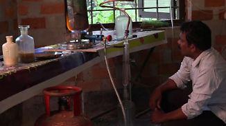 Sprit zu unschlagbarem Preis: Indischer Tüftler macht aus Plastikmüll Treibstoff