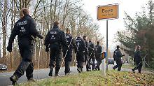 Gefesselt auf Landstraße entdeckt: 18-Jährige soll über 150 Straftaten begangen haben