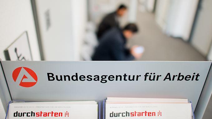 Beste Das Bankwesen Wird Für Erstsemester Fortgesetzt Zeitgenössisch ...