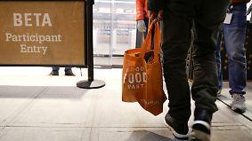 App statt Warteschlange: Amazon testet Supermarkt ohne Kassen