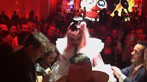 Promi-News des Tages: Madonna geht auf Tuchfühlung