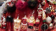 Auf Santa Pauli gibt es auch ein paar heiße Weihnachts-Geschenke zu kaufen.