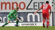 Unions Torwart Jakob Busk hat das Nachsehen: Heidenheim erzielt das 1:0.