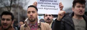 Charterflug von Frankfurt nach Kabul: Abschiebungen nach Afghanistan beginnen