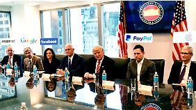 """""""Bin hier, um Ihnen zu helfen"""": Trump bemüht sich um Aussöhnung mit Chefs des Silicon Valley"""