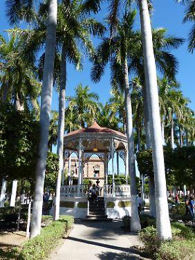 Ansehnlich ist der Pavillon auf dem Hauptplatz von El Fuerte. In der hübschen Stadt steigen die meisten Fahrgäste in den Chepe.