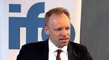 Clemens Fuest befürchtet großen Schaden für Deutschland durch Restriktionen.