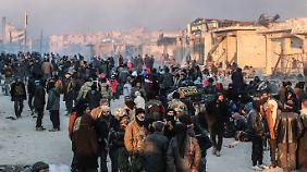 25.000 Menschen haben Aleppo verlassen, Tausende harren noch aus.