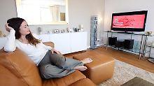 Zu Hause vor dem Fernseher