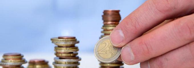 Das Sparbuch hat seinen Reiz bei den sicherheitsorientierten Deutschen trotz aktuell mickriger Zinsen keineswegs verloren.