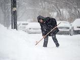 Schnee schippen und Wege räumen: Wann Mieter dazu verpflichtet sind