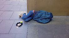 """Sofahopper"" ohne Perspektive: Obdachlosigkeit bedroht 20.000 Jugendliche"