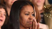 Michelle Obama kämpft mit den Tränen.