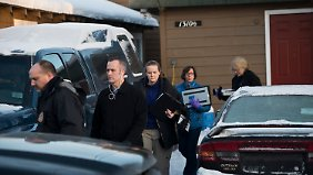 FBI-Agenten untersuchten das Haus des mutmaßlichen Täters in Anchorage im US-Bundesstaat Alaska.