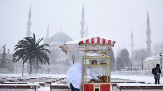 Kältetote, Stromausfall, Flugstreichungen: Winter lässt Europa bibbern