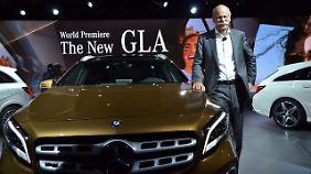Daimler-Chef Dieter Zetsche kann sich nicht nur über den neuen GLA freuen, sondern auch darüber, dass Mercedes beim Absatz wieder vor BMW und Audi liegt.