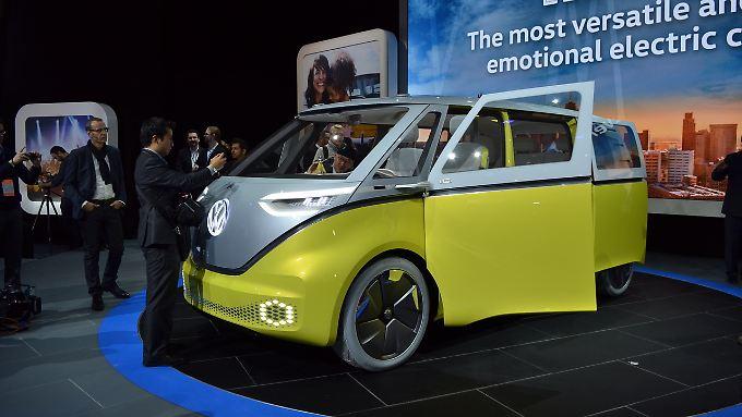 VW probt in Detroit die Charme-Offensive mit einer Wiederauflage des Hippie-Busses.