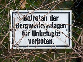 Ein Schild am Rande des Geländes des Bergwerks Ost in Hamm. Das Bergwerk wurde im September stillgelegt.