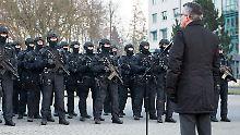 """Jurist kritisiert de Maizière und Maas: """"Hat nichts mit Terrorabwehr zu tun"""""""