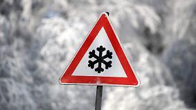 """Teilweise spiegelglatte Straßen: Tief """"Egon"""" rückt mit Schnee und Sturm an"""