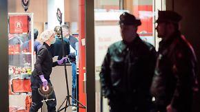 Täter mit Beute auf der Flucht: Bankangestellter bei Überfall in Hamburg angeschossen