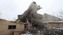 Pilotenfehler vermutet: Türkisches Flugzeug stürzt in Wohngebiet