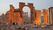 Teile des Amphitheaters abgerissen: IS zerstört wieder antike Stätten in Palmyra