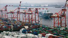 Enger Handelspartner der USA: Ein Containerschiff verlässt das Terminal Aomi bei Tokio.